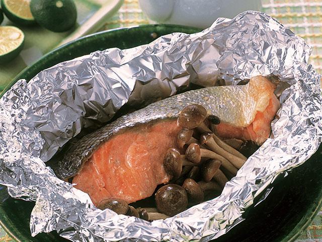 焼き 鮭 しめじ ホイル